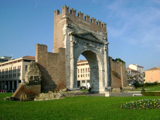 Арка Августа (Arco d'Augusto)